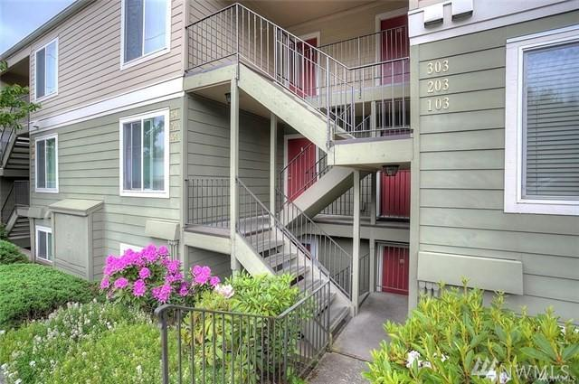 3233 NE 12th St #103, Renton, WA 98056 (#1414104) :: Real Estate Solutions Group
