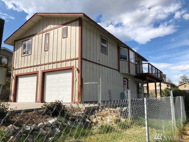 380 Chelan Ave, Chelan Falls, WA 98817 (#1432577) :: Kimberly Gartland Group