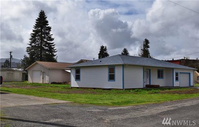 109 E 6th St, Pe Ell, WA 98572 (#1436249) :: Ben Kinney Real Estate Team