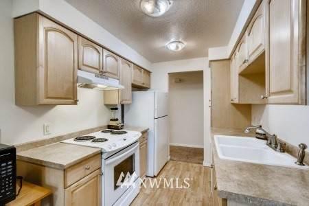 8627 25th Avenue SW D, Seattle, WA 98106 (#1609051) :: Keller Williams Western Realty
