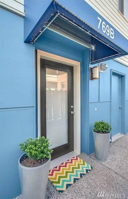 769 N 74th St B, Seattle, WA 98103 (#1628358) :: Canterwood Real Estate Team