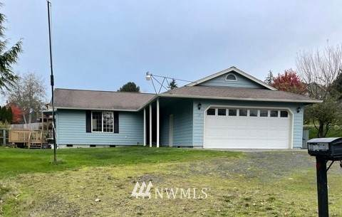 15 Cochran Drive, Cathlamet, WA 98612 (#1687783) :: The Robinett Group