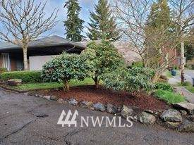 19746 61st Place NE, Kenmore, WA 98028 (#1754562) :: The Snow Group