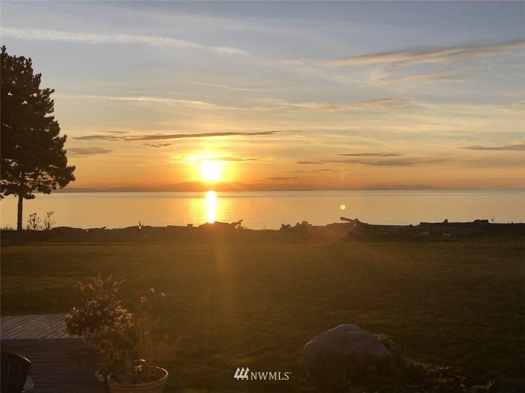 585 Marine Drive - Photo 1