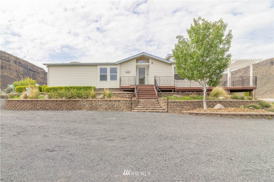 32069 Lakeview Road - Photo 1