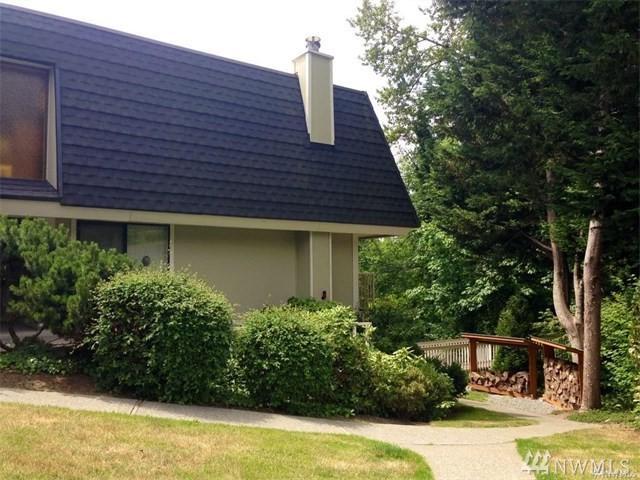 9907 NE 124th St #807, Kirkland, WA 98034 (#1312931) :: McAuley Real Estate