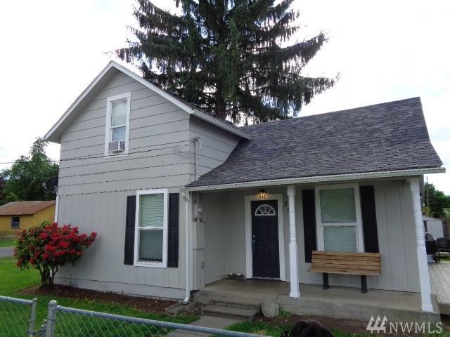 745 SW 1st Ave, Castle Rock, WA 98611 (#1455022) :: Costello Team