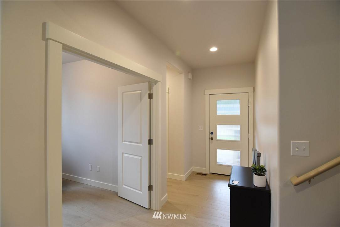 2069 Lexington Avenue - Photo 1