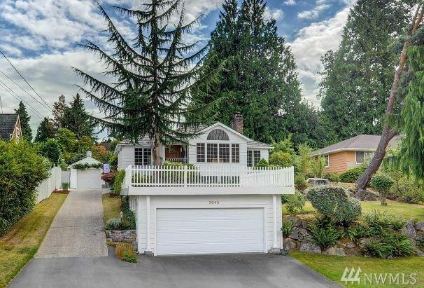 3043 NE 100th     St, Seattle, WA 98125 (#1354917) :: The DiBello Real Estate Group