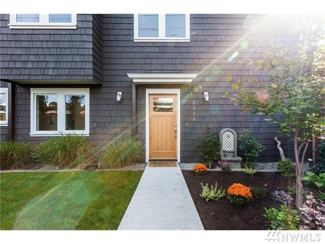 2114 19th Ave E, Seattle, WA 98122 (#1128755) :: Ben Kinney Real Estate Team