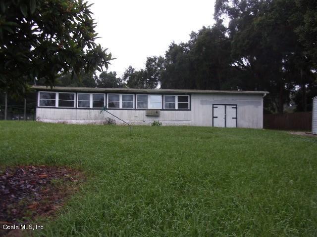 25865 SE 157th Lane, Umatilla, FL 32784 (MLS #524451) :: Realty Executives Mid Florida