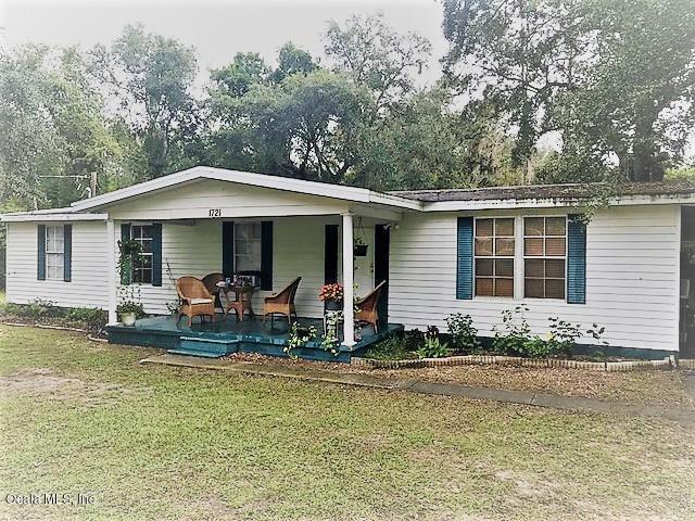 1721 SE 172nd Terrace, Silver Springs, FL 34488 (MLS #526458) :: Bosshardt Realty