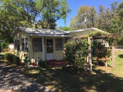 10495 SE 130th Lane, Ocklawaha, FL 32179 (MLS #533337) :: Bosshardt Realty