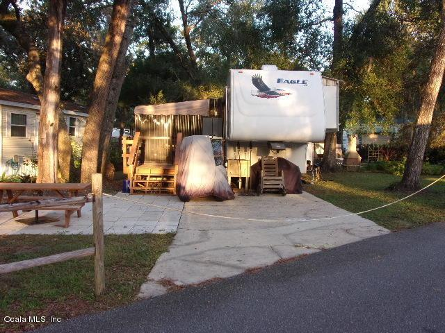 25164 NE 140 Loop, Salt Springs, FL 32134 (MLS #546094) :: Realty Executives Mid Florida