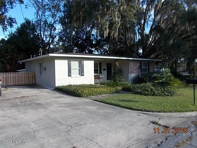 1347 SE 9th Avenue, Ocala, FL 34471 (MLS #546653) :: Bosshardt Realty