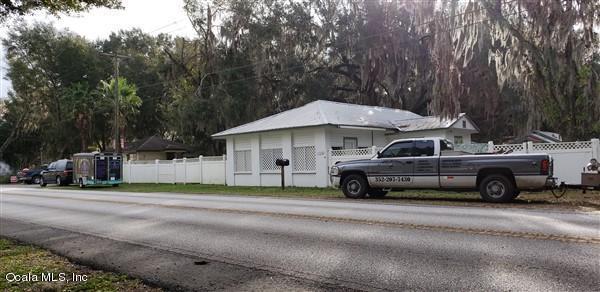 13300 E Hwy 25, Ocklawaha, FL 32179 (MLS #549266) :: Realty Executives Mid Florida