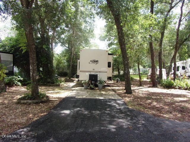 14347 NE 252 COURT Road, Salt Springs, FL 32134 (MLS #560667) :: Bosshardt Realty