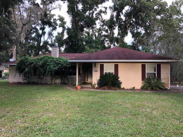 4725 SE 142nd Place, Summerfield, FL 34491 (MLS #563425) :: Bosshardt Realty