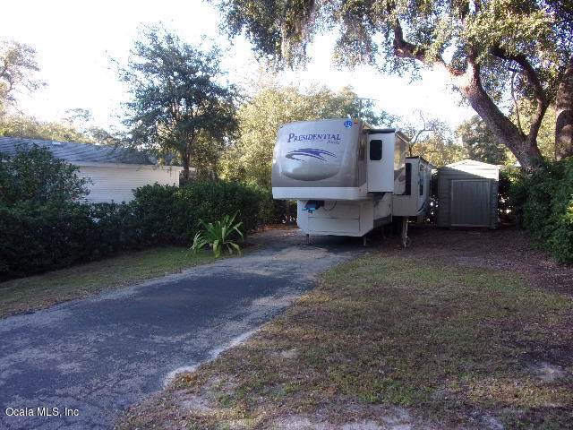 25139 NE 142 Lane, Salt Springs, FL 32134 (MLS #566188) :: The Dora Campbell Team