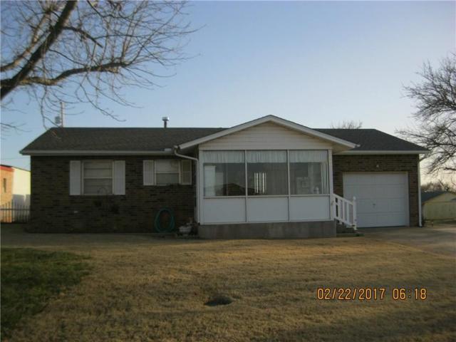 400 Hoover Circle, Elk City, OK 73644 (MLS #761975) :: Wyatt Poindexter Group