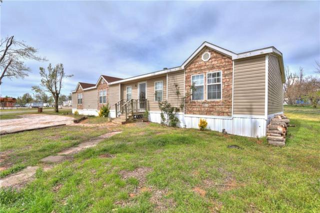 425 Caddo Place, Geary, OK 73040 (MLS #768796) :: Wyatt Poindexter Group