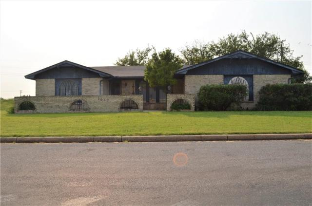 1637 Crestview, Cordell, OK 73632 (MLS #789085) :: Wyatt Poindexter Group