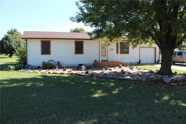 202 S Lincoln, Elk City, OK 73644 (MLS #794661) :: Wyatt Poindexter Group