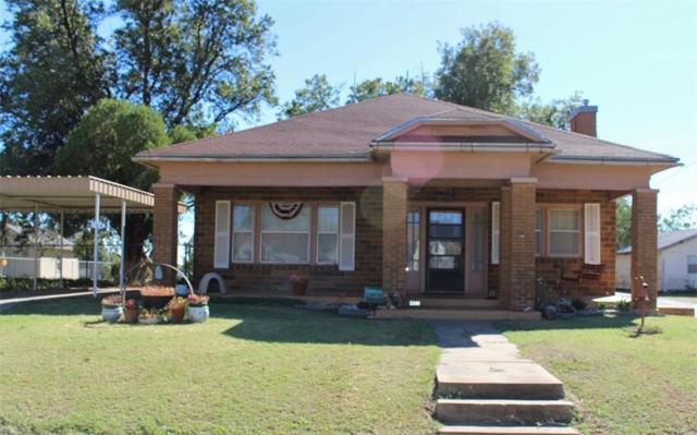 412 W Lincoln, Mangum, OK 73554 (MLS #796667) :: Wyatt Poindexter Group