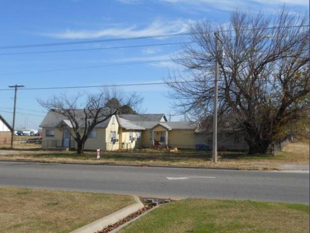 104 N Indian Meridian, Pauls Valley, OK 73075 (MLS #803440) :: Wyatt Poindexter Group