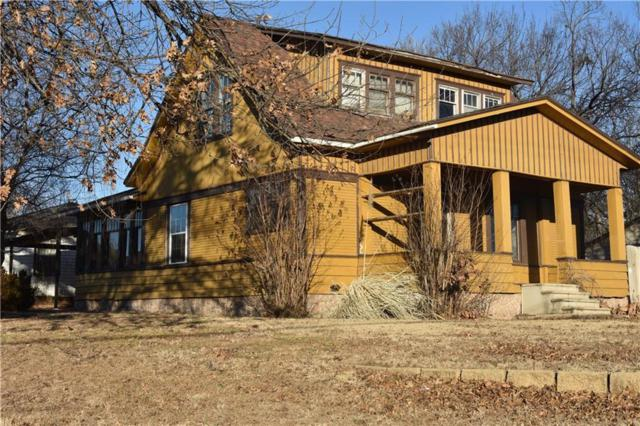 301 W Virginia, Anadarko, OK 73005 (MLS #805023) :: Wyatt Poindexter Group