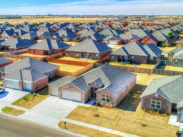 4716 Fieldstone Drive, Oklahoma City, OK 73064 (MLS #810777) :: Wyatt Poindexter Group