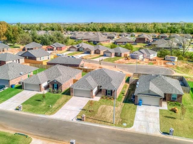 10100 Sussex Place, The Village, OK 73120 (MLS #815170) :: Wyatt Poindexter Group