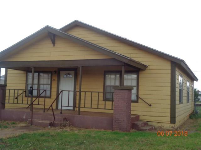 211 N Willard, Altus, OK 73521 (MLS #823032) :: Homestead & Co