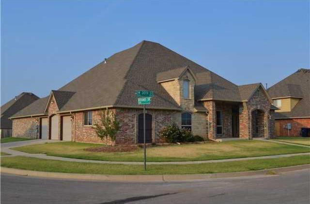 9121 SW 30th Street, Oklahoma City, OK 73179 (MLS #823439) :: Erhardt Group at Keller Williams Mulinix OKC