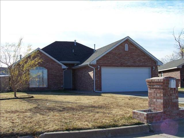 600 NW 20th Street, Moore, OK 73160 (MLS #824615) :: Erhardt Group at Keller Williams Mulinix OKC