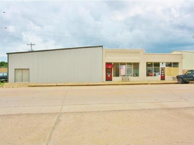 105 W Main Street, Minco, OK 73059 (MLS #826159) :: Homestead & Co