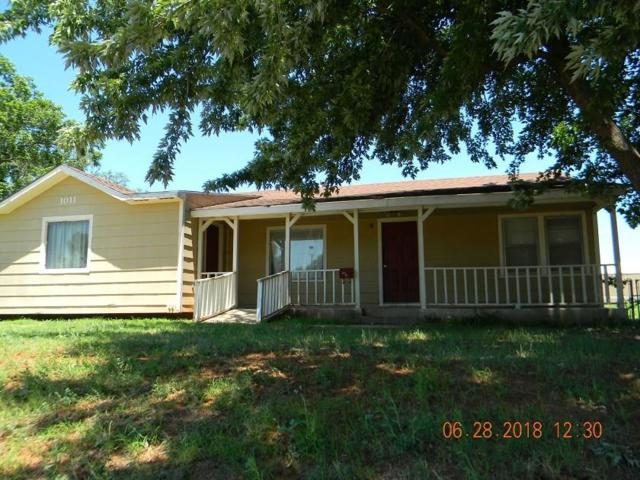 1011 W Ave A, Elk City, OK 73644 (MLS #828128) :: Barry Hurley Real Estate
