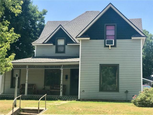 923 W Iowa, Chickasha, OK 73018 (MLS #829227) :: KING Real Estate Group