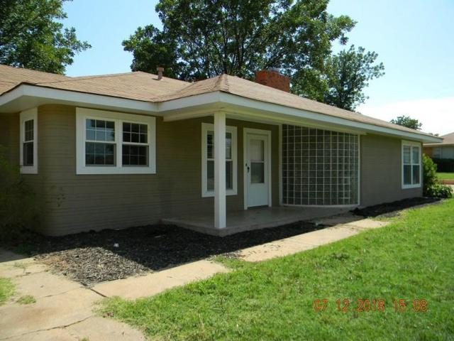 228 Davis, Elk City, OK 73644 (MLS #829626) :: Homestead & Co