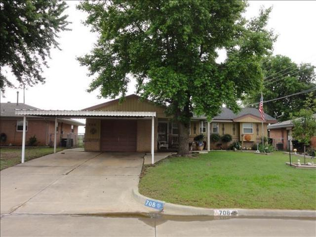 708 Plaza Drive, Moore, OK 73160 (MLS #831554) :: Erhardt Group at Keller Williams Mulinix OKC