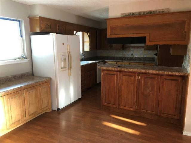 902 Hampton Road, Harrah, OK 73045 (MLS #832612) :: Wyatt Poindexter Group