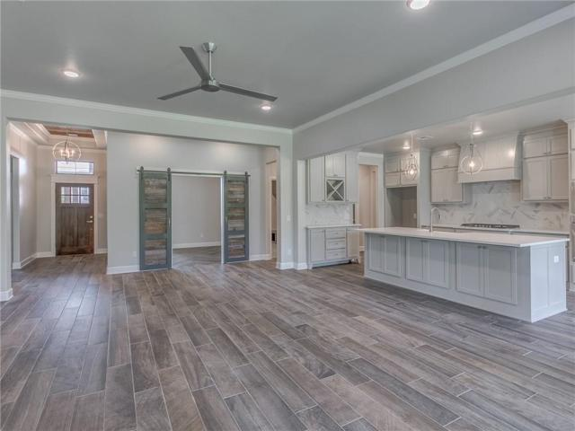 8125 Crew Lane, Edmond, OK 73034 (MLS #834694) :: Erhardt Group at Keller Williams Mulinix OKC
