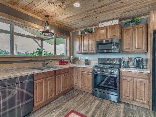 2520 Cherokee Drive, Calumet, OK 73014 (MLS #836679) :: Wyatt Poindexter Group