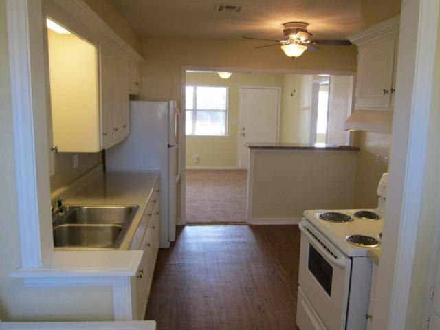 905 E Symmes Street #907, Norman, OK 73071 (MLS #839774) :: Erhardt Group at Keller Williams Mulinix OKC
