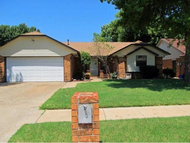 825 Turtle Creek, Oklahoma City, OK 73170 (MLS #842686) :: Erhardt Group at Keller Williams Mulinix OKC