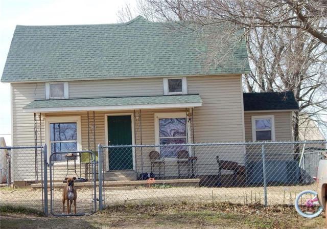 205 N Pecan, Crescent, OK 73028 (MLS #849767) :: Homestead & Co
