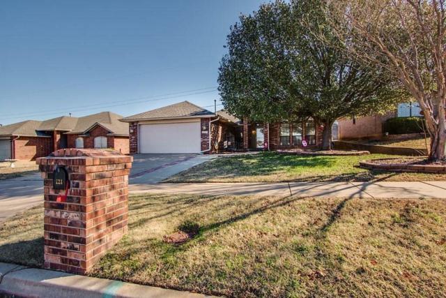 121 Sandstone, Norman, OK 73071 (MLS #853513) :: Homestead & Co