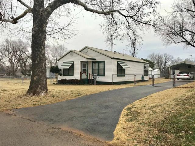 620 W D Avenue, Elk City, OK 73644 (MLS #856140) :: Homestead & Co