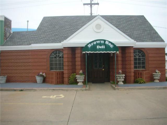 7600 N Western Avenue, Nichols Hills, OK 73116 (MLS #856288) :: KING Real Estate Group