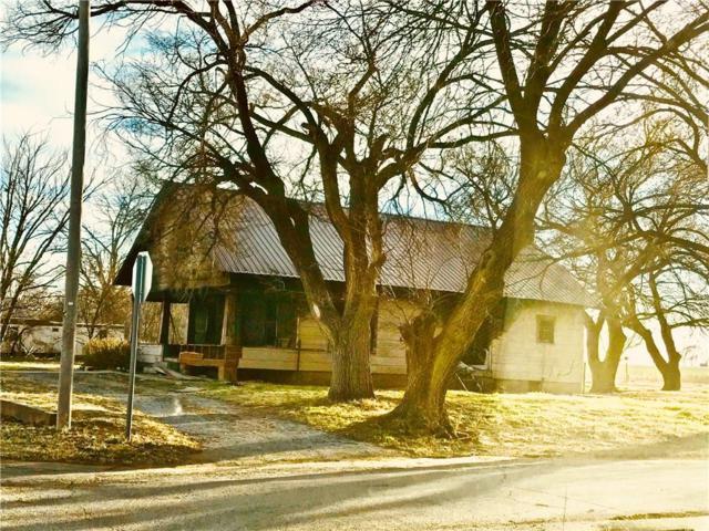 701 S Elm Avenue, Erick, OK 73645 (MLS #856404) :: Homestead & Co